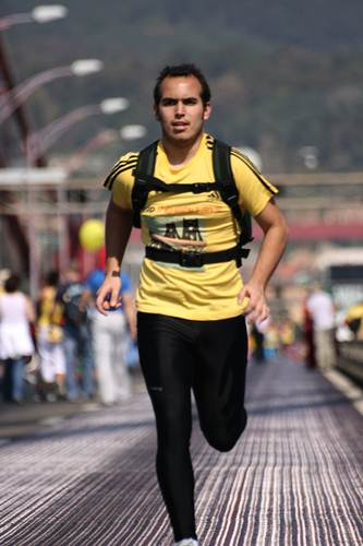 Atleta correndo no ritmo de maratona. (Isa Costa/CC)