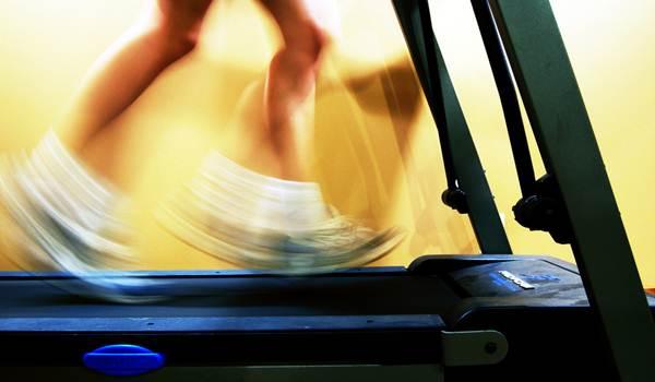 Correr na esteira. (SashaW/flickr)