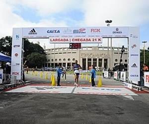 Giomar conquista a Meia Maratona de São Paulo. (Leo Shibuya/ZDL)
